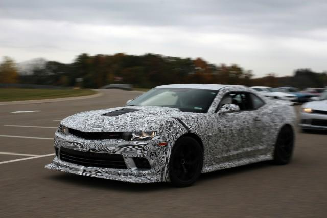 2014-chevrolet-camaro-z-28-first-ride_100443235_m